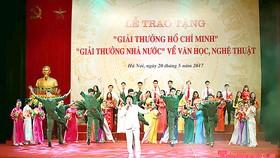 """Một buổi lễ trao tặng """"Giải thưởng Hồ Chí Minh"""",  """"Giải thưởng Nhà nước"""" về văn học, nghệ thuật"""