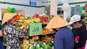 Người tiêu dùng tìm mua các sản phẩm giải nhiệt