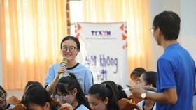 """Học sinh Trường THCS-THPT Thạnh An, Cần Giờ (TPHCM) chia sẻ cách ứng xử  với tin tức trên mạng trong chương trình """"Nói không với Fake News"""""""