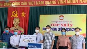 TH tặng hơn 30.000 sản phẩm sữa và đồ uống đến lực lượng chống dịch và người cách ly tại thị xã Hoàng Mai
