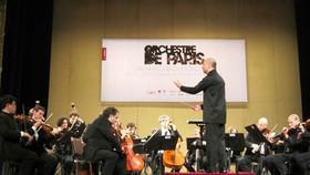 Dàn nhạc giao hưởng biểu diễn trong bảo tàng