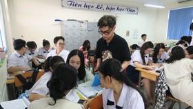 """Học sinh Trường THPT Nguyễn Du (quận 10) tham gia hoạt động  trải nghiệm """"Một ngày làm giáo viên"""", cuối tháng 3-2021"""