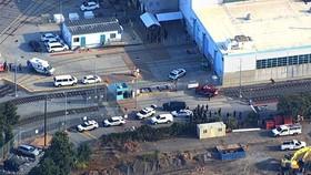 Cảnh sát có mặt tại hiện trường vụ xả súng tại một xưởng bảo dưỡng tàu điện ở thành phố San Jose, bang California. Nguồn: CNN