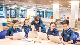 Với kênh học trực tuyến, học sinh còn được rèn luyện các kỹ năng như kỹ năng tự học, sử dụng công nghệ thông tin,… đồng thời, giao lưu, kết nối với bạn bè đến từ nhiều vùng miền khác nhau