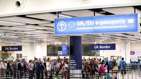 Công dân EU làm thủ tục nhập cảnh vào Anh