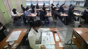 Sinh viên tại một trường đại học Hàn Quốc đeo khẩu trang khi đến lớp. Nguồn: CNN
