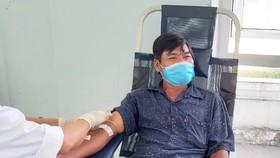 Anh Văn Sinh hiến máu cứu người giữa lúc dịch Covid-19 diễn biến phức tạp