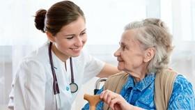 Australia thiếu nghiêm trọng nhân viên chăm sóc người cao tuổi
