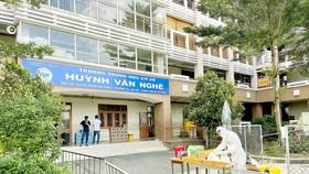 Trường THCS Huỳnh Văn Nghệ (quận Gò Vấp)  được trưng dụng làm  khu cách ly tập trung. Ảnh: HOÀNG HÙNG