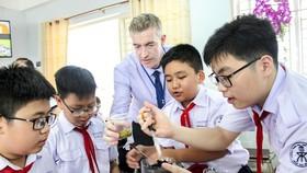Học sinh Tiếng Anh tích hợp tiếp tục đạt kết quả cao so với thế giới trong năm học 2020-2021