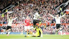 Thủ thành De Gea (Man.United) thất vọng giữa niềm vui  của cầu thủ Liverpool