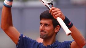 """Novak Djokovic đang đối mặt với """"một cơn khủng hoảng nho nhỏ""""."""