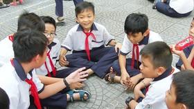 Được dạy điều tử tế, nhân văn, học sinh sẽ biết ứng xử thân thiện, biết chia sẻ cùng nhau