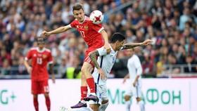 Nga (trái) không khó để giành trọn 3 điểm trước New Zealand.