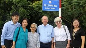 Giáo sư Gerardus 't Hooft đặt tên đường khoa học đầu tiên tại Việt Nam