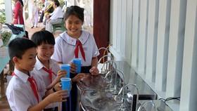 Tặng hệ thống máy lọc nước cho học sinh