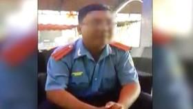 Người đàn ông tên Tùng xuất hiện trong clip. Ảnh cắt từ clip