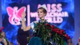 Aleksandra Chichikova - nữ sinh viên 23 tuổi người Belarus đăng quang cuộc thi Hoa hậu ngồi xe lăn thế giới lần thứ nhất