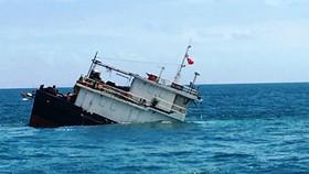 Quảng Ninh: Va chạm liên hoàn trên biển, 1 tàu chờ than bị chìm