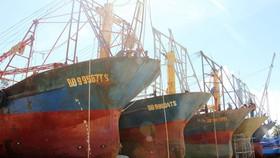 Tàu vỏ thép NĐ 67 gỉ sắt, nằm bờ chờ sửa chữa
