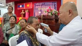 Khám bệnh kiều bào và người dân nghèo tại tỉnh Savannakhet