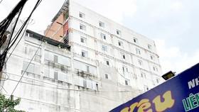 """Sau lệnh đình chỉ thi công, công trình vẫn """"lố"""" thêm 4 tầng"""
