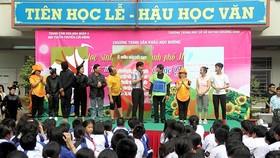 Chương trình sân khấu học đường nhận được sự hưởng ứng tích cực của học sinh Trường THCS Huỳnh Khương Ninh, quận 1