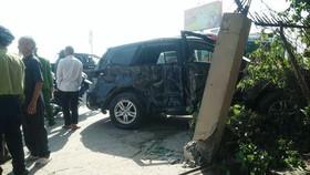 Xe khách va chạm xe 7 chỗ, nhiều người bị thương nặng