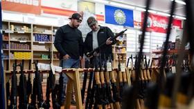 Hạ viện Mỹ thông qua dự luật thứ 2 về kiểm soát súng đạn