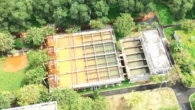 Khai thác nước ngầm sử dụng sinh hoạt tại huyện Bình Chánh. Ảnh: THÀNH TRÍ