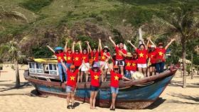 Một nhóm bạn trẻ du lịch ở Quy Nhơn (Bình Định). Ảnh: MINH MẪN