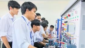Sinh viên Khoa Điện - Điện tử Trường Đại học Tôn Đức Thắng (một trong những trường đã thực hiện  tự chủ đại học)