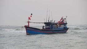 Cứu 6 ngư dân gặp nạn trên biển