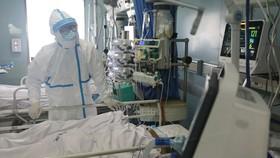 Trung Quốc đại lục ghi nhận thêm 98 ca tử vong và 1.886 ca nhiễm Covid-19. Ảnh: REUTERS