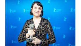 Nữ đạo diễn Eliza Hittman với giải thưởng Gấu bạc
