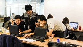Bên cạnh chuyên môn, người trẻ cần trang bị cho mình kỹ năng làm việc nhóm để có thể hòa nhập nơi công sở