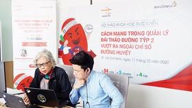 Phó Giáo sư Tiến sĩ Bác sĩ Nguyễn Thy Khuê - Chủ tịch Liên chi Hội Đái tháo đường & Nội tiết TPHCM (bên trái) chủ trì hội nghị khoa học trực tuyến