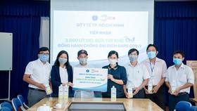 Chung tay cùng cộng đồng chống dịch Covid-19: Lixco tặng 3.000l gel rửa tay khô cho sở Y tế TPHCM
