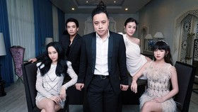 """Đạo diễn Victor Vũ và dàn diễn viên chính của """"Thiên thần hộ mệnh"""""""