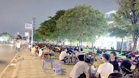 Khu vực công viên trên đường Hồ Thị Tư (quận 9) bị lấn chiếm làm nơi buôn bán