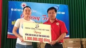 P&G Việt Nam tiếp tục mang nước uống sạch và quyên góp hỗ trợ cho người dân vùng lũ