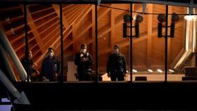 Các sĩ quan cảnh sát trước phiên tòa xét xử nhà ngoại giao Iran Assadollah Assadi, tại tòa án ở Antwerp, Bỉ vào ngày 27 tháng 11 năm 2020. Ảnh: REUTERS