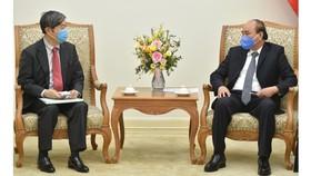 Thủ tướng Nguyễn Xuân Phúc và Chủ tịch JICA Kitaoka Shinichi. Ảnh: VGP
