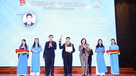 Nhà khoa học trẻ ĐH Quốc gia TPHCM được trao giải thưởng Quả cầu vàng 2020