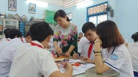 Học sinh Trường THCS Cầu Kiệu (quận Phú Nhuận) trong giờ học môn nghề phổ thông