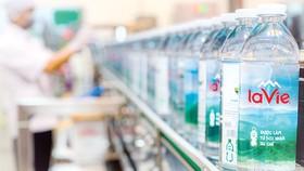 La Vie là hãng nước khoáng đầu tiên tại Việt Nam ra mắt sản phẩm sử dụng chai được làm  từ nhựa tái chế dùng cho ngành thực phẩm