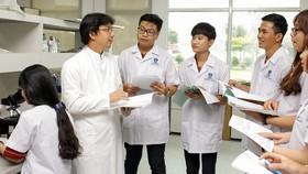 Sinh viên ngành Dược học Trường ĐH Nguyễn Tất Thành trong giờ học