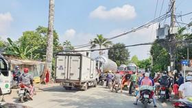 Ùn tắc giao thông đã xảy ra tại khu vực CCN Tài Lộc (ảnh chụp ngày 18-2)