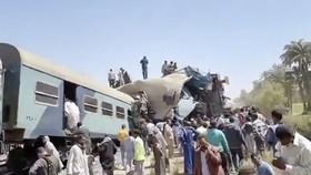 Hiện trường vụ tai nạn tàu hỏa thảm khốc tại Ai Cập. Nguồn: nypressnews.com