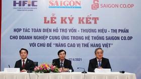 Bắt tay hỗ trợ hàng Việt vươn xa
